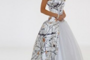Fashionable Sweetheart Tulle Ball Gown Garden Snow Camo Wedding Dresses